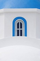 Greece, View of classical whitewashed church at Oia village, close up (thumbnail)