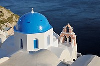 Greece, View of whitewashed church and bell tower at Oia village (thumbnail)