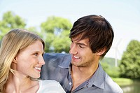 Germany, Cologne, Young couple looking at each other, smiling (thumbnail)