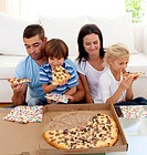 Family eating pizza in living_room