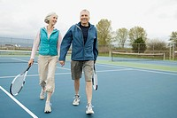 Mature couple on the tennis court (thumbnail)