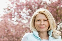 Portrait of mature woman in the park (thumbnail)