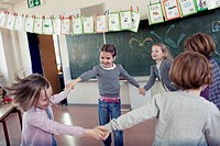 Group of schoolchildren 6-7 playing in classroom (thumbnail)