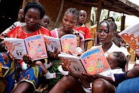 A social worker holds a workshop on nutrition for breastfeeding mothers in a poor area of Monrovia, Liberia. Program for prevention of malnutrition im...