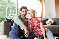 Germany, Bavaria, Nuremberg, Mature couple smiling, portrait (thumbnail)