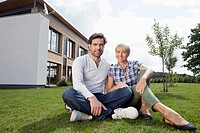 Germany, Bavaria, Nuremberg, Mature couple smiling, portrait