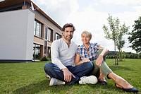 Germany, Bavaria, Nuremberg, Mature couple smiling, portrait