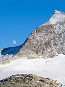Valley head of valley Obersulzbachtal in the NP Hohe Tauern  Peak of Mt  Grosser Geiger  The National Park Hohe Tauern is protecting a high mountain e...