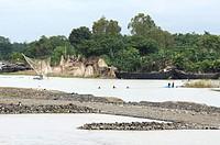Fishermen on Ganges River, between Farakka and Rajmahal, Bihar, India / Fischer auf dem Ganges, zwischen Farakka und Rajmahal, Bihar, Indien