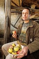 Gerard Hotte, producteur de cidre a la Ferme D´hotte et createur du Musee du Cidre,Eaux-Puiseaux,Pays d´Othe,Aube,region Champagne-Ardenne,France,Euro...