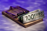 Close_up of Euro banknote on a mousetrap