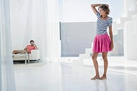 Spain, Mid adult couple in modern apartment (thumbnail)