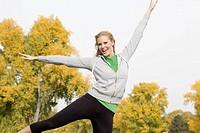 Europe, Germany, North Rhine Westphalia, Duesseldorf, Young woman exercising, smiling