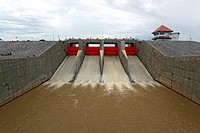 Water gate dam