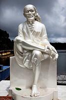Statue at Grand Bassin lake