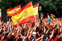 Spanish fans celebrate the arrival of the Spanish soccer team after their triumph in the European Football Championship 2012  Madrid, June 2, 2012