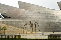 Louise Bourgeois sculpture, Maman, in front of the Guggenheim Museum in Bilbao