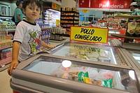 Chile, Arica, Paseo Peatonal 21 de Mayo, Supermercados Santa Isabel, grocery store, supermarket, chain, Cencosud, food, business, shopping, shelf, she...