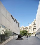 Tel Aviv Museum of Art, Tel Aviv, Israel. Architect: Preston Scott Cohen, 2011. Exterior passage between existing Museum and New Gallery.