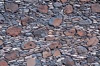 Steinwand aus Naturstein