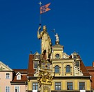 Fischmarkt square, House zum Roten Ochsen and Rolands Column, Erfurt, Thuringia, Germany