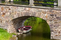 Boat mooring under a bridge, Haemelschenburg, Lower Saxony, Germany, Europe