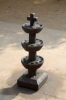 Oil lamp stand carved in stone for many oil lamp in three stages and on top cross at  St Antony´s church ; Chettikkadu ; Kerala ; India