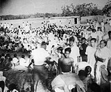 Crowds in Noakhali East Bengal after the riots between Hindus and Muslims ; November 1946 ; India NO MR