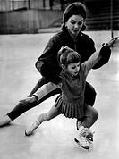 Seyfert, Gabriele Gaby, * 23.11.1948, German figure skater, training with a child at Karl Marx Sports Club, East Berlin, January 1967,