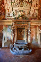 Salon of the Fountain Sala della Fontana , the banquet hall of Cardinal Ipollito d´Este  The trompe-l´il frescoes were carried out by 6 assistants of ...