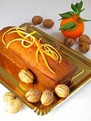 Cake with orange and walnuts