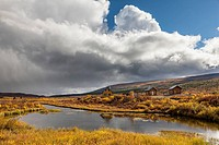 USA, Alaska, View of cottages at Denali Highway in autumn