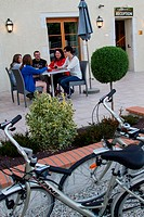 FAMILY OF CYCLISTS ON THE TERRACE OF THE HOTEL BURGEVIN LABELLED ACCUEIL VELO CYCLING ACCOMMODATIONS ON THE ´LOIRE A VELO´ CYCLING ITINERARY, SULLY_SU...