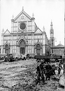 UIG-911-05-1401519 Soldiers cleaning the square of the Basilica of Santa Croce after the flood that hit the city Florence November 4th 1966 In the bac.....