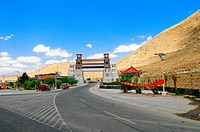 ZON-3961556 Stadttor im Hochland Tibet City gate in the highlands Tibet