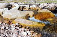 Steine im Flußbett, Stones in the river ,