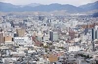 Panoramablick auf die Stadt Kyoto in Japan mit Tempel und Sehenswürdigkeiten / Overview on Kyoto city in Japan with landmarks, temples, and shrines