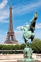 Reiter vor Eiffelturm