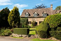 Old cotswold stone house in Icomb