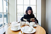 UK, England, Oxford, Woman having breakfast