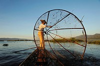 Burma, Myanmar, Shan state, Inle Lake, Intha etnic group fisherman