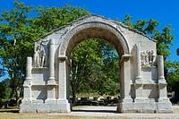 Triumphal arch of Glanum, roman ruins in Saint-Remy-de-Provence, Arles district, Bouches-du-Rhône department, Provence-Alpes-Côte d´Azur region, Franc...