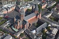 Mainz 29.09.2010 Blick auf den Hohen Dom zu Mainz der Bischofskirche der Diözese Mainz, einer romanischen dreischiffigen Säulenbasilika, erbaut um 975...