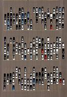 Duisburg 25.05.2010 Blick auf Lager- und Logistik- Freiflächen im Duisburger Innenhafen. Die Freiflächen mit Importautos aus aller Welt und Exportfahr...