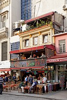 Turkey, Istanbul, Eminoenue, Outdoor cafe