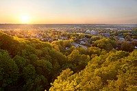 A view of Southern Hamilton from a lookout near Devil´s Punchbowl at sunset. Hamilton, Ontario, Canada.