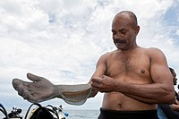 , Shark feeder prepares itself with Chain Gloves, Fiji, Viti Levu, Beqa Lagoon