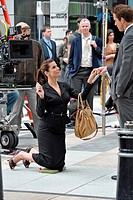 Sandra Bullock (carrying a Prada bag), Ryan Reynolds on location for THE PROPOSAL Films in New York, downtown Manhattan, New York, NY, June 06, 2008. ...