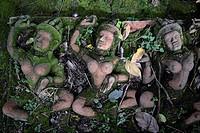 Traditionelle Figuren stehen im Garten von Ban Phor Linag Meuns Terracota Art zum Verkauf bereit dies im Terracota Garden in Chiang Mai im norden von ...