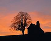 Germany, Amtzell, Upper Swabia, Allgaeu, Alpine foreland, Baden-Wuerttemberg, Heilig Kreuz Chapel on the Kapellenberg, pilgrimage chapel, evening sky,...